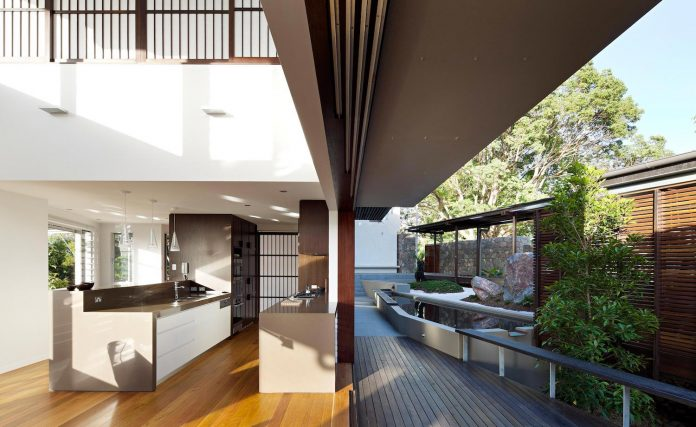 glass-house-mountains-house-perched-edge-remnant-rim-maleny-21