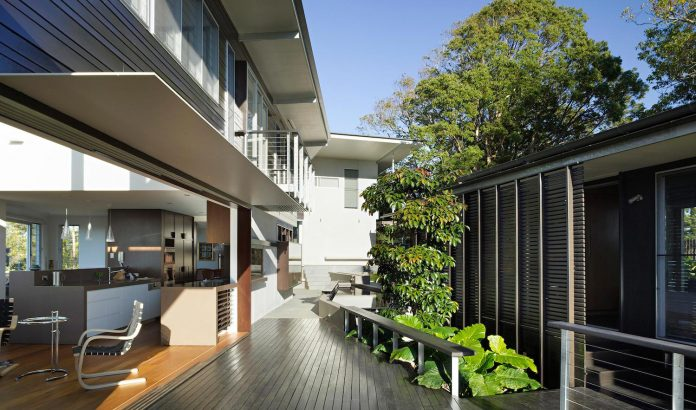 glass-house-mountains-house-perched-edge-remnant-rim-maleny-22