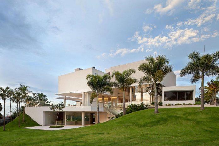 home-designed-young-family-two-small-children-lago-sul-qi-25-brasilia-01