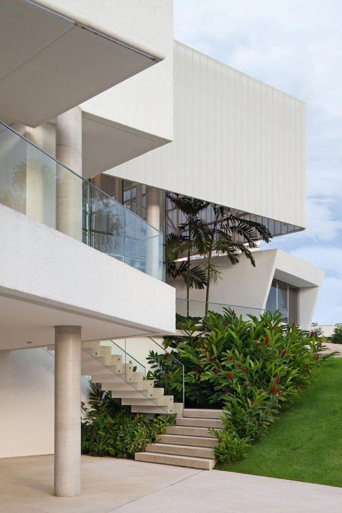 home-designed-young-family-two-small-children-lago-sul-qi-25-brasilia-05