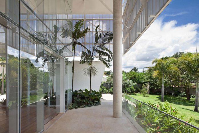 home-designed-young-family-two-small-children-lago-sul-qi-25-brasilia-06