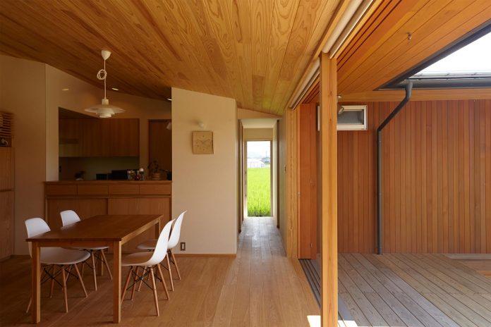 house-kimitsu-located-countryside-city-okayama-fields-rice-paddies-spread-02