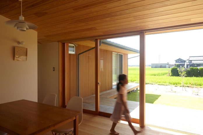house-kimitsu-located-countryside-city-okayama-fields-rice-paddies-spread-03