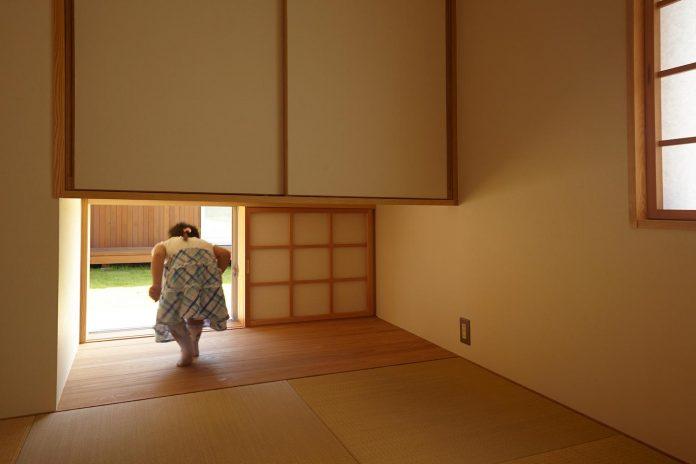 house-kimitsu-located-countryside-city-okayama-fields-rice-paddies-spread-09