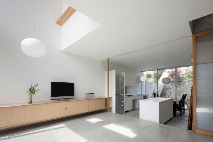 house-midorigaoka-triple-tiered-nine-twenty-two-meters-plot-land-tuck-garage-07