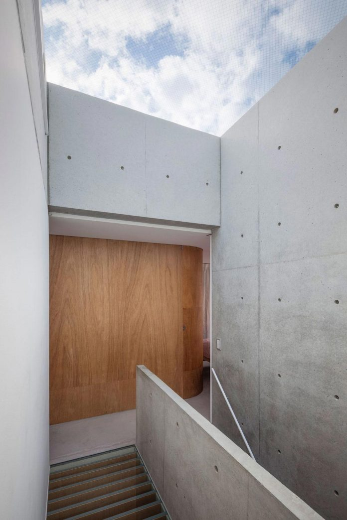 house-midorigaoka-triple-tiered-nine-twenty-two-meters-plot-land-tuck-garage-11