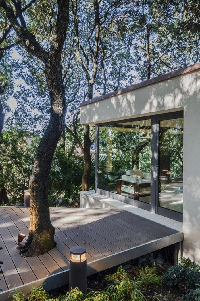 house-woods-simple-orthogonal-form-house-fits-perfectly-oak-forest-10