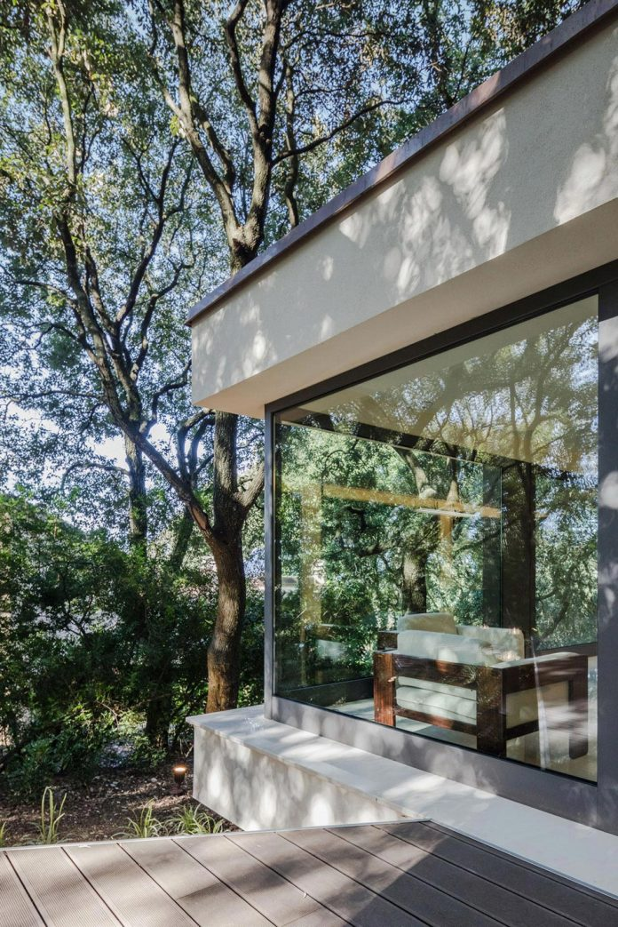 house-woods-simple-orthogonal-form-house-fits-perfectly-oak-forest-12