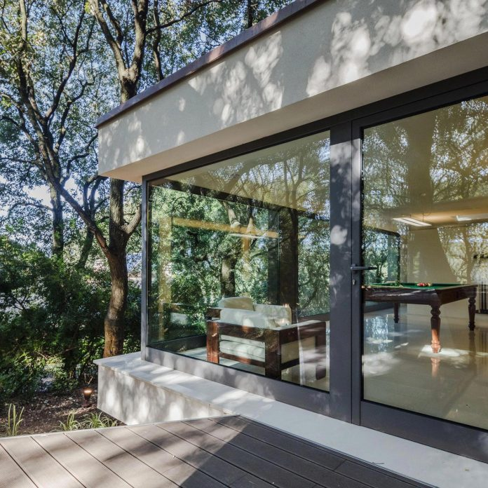house-woods-simple-orthogonal-form-house-fits-perfectly-oak-forest-13