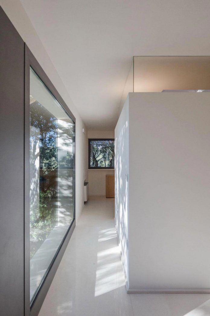 house-woods-simple-orthogonal-form-house-fits-perfectly-oak-forest-26