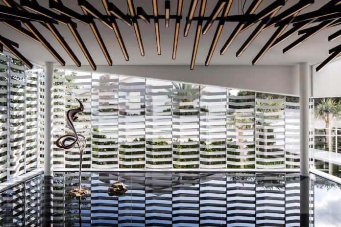 j-house-pitsou-kedem-architects-ripples-water-lines-glass-cable-rails-patches-light-become-actors-domestic-tableau-10