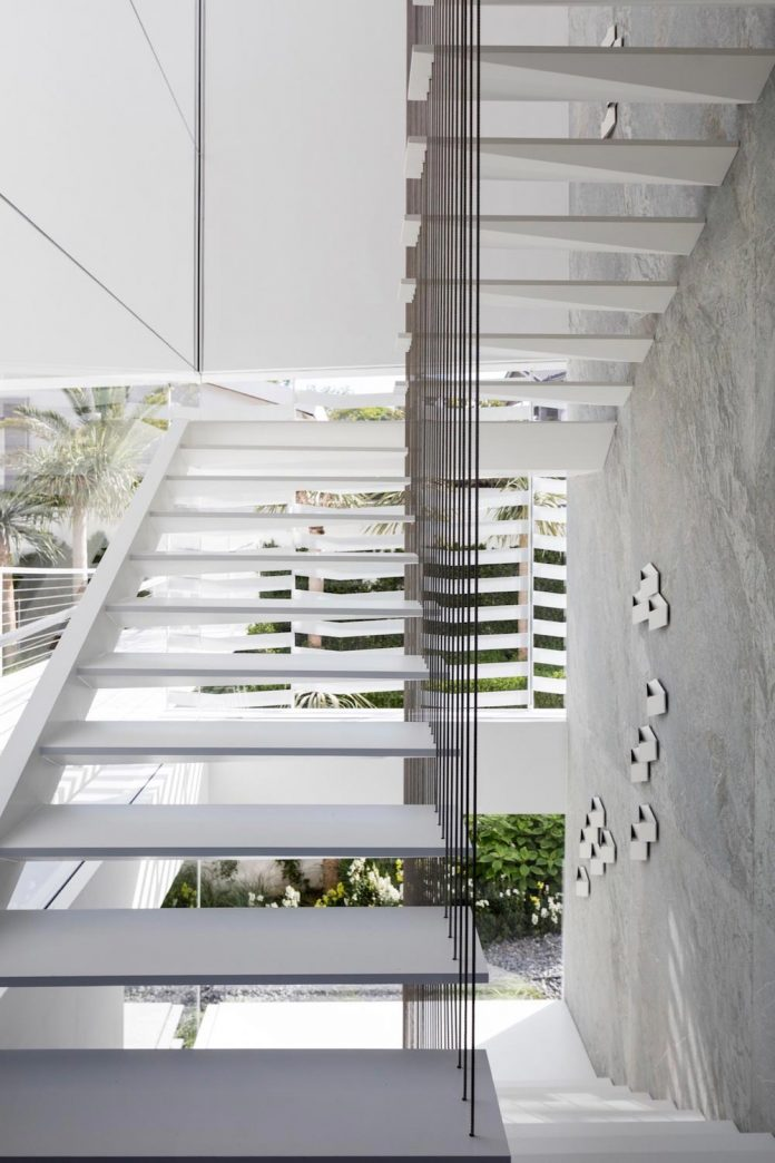 j-house-pitsou-kedem-architects-ripples-water-lines-glass-cable-rails-patches-light-become-actors-domestic-tableau-12