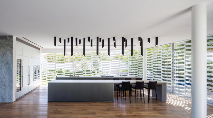 j-house-pitsou-kedem-architects-ripples-water-lines-glass-cable-rails-patches-light-become-actors-domestic-tableau-16