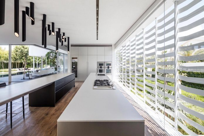 j-house-pitsou-kedem-architects-ripples-water-lines-glass-cable-rails-patches-light-become-actors-domestic-tableau-17