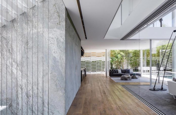 j-house-pitsou-kedem-architects-ripples-water-lines-glass-cable-rails-patches-light-become-actors-domestic-tableau-19