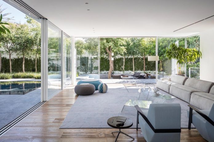 j-house-pitsou-kedem-architects-ripples-water-lines-glass-cable-rails-patches-light-become-actors-domestic-tableau-22