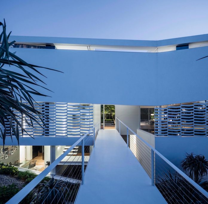 j-house-pitsou-kedem-architects-ripples-water-lines-glass-cable-rails-patches-light-become-actors-domestic-tableau-28