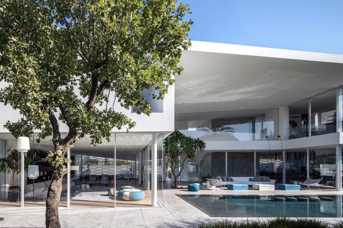 j-house-pitsou-kedem-architects-ripples-water-lines-glass-cable-rails-patches-light-become-actors-domestic-tableau-33