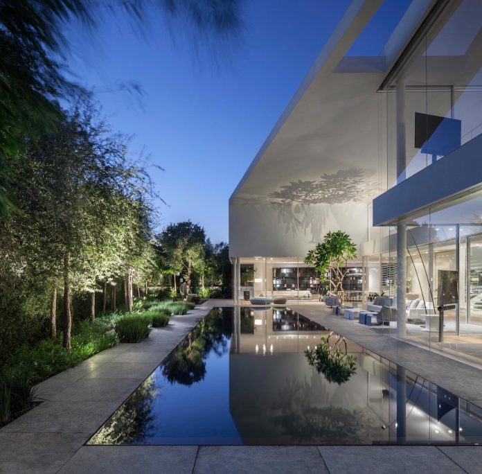 j-house-pitsou-kedem-architects-ripples-water-lines-glass-cable-rails-patches-light-become-actors-domestic-tableau-35