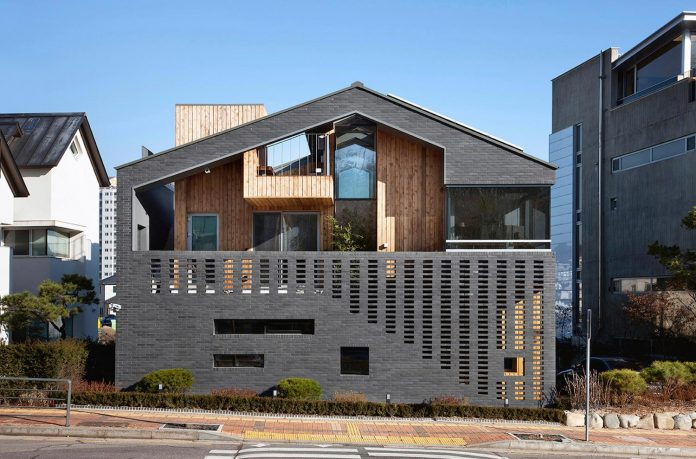 kangaroo-single-house-two-houses-within-hyunjoon-yoo-architects-01