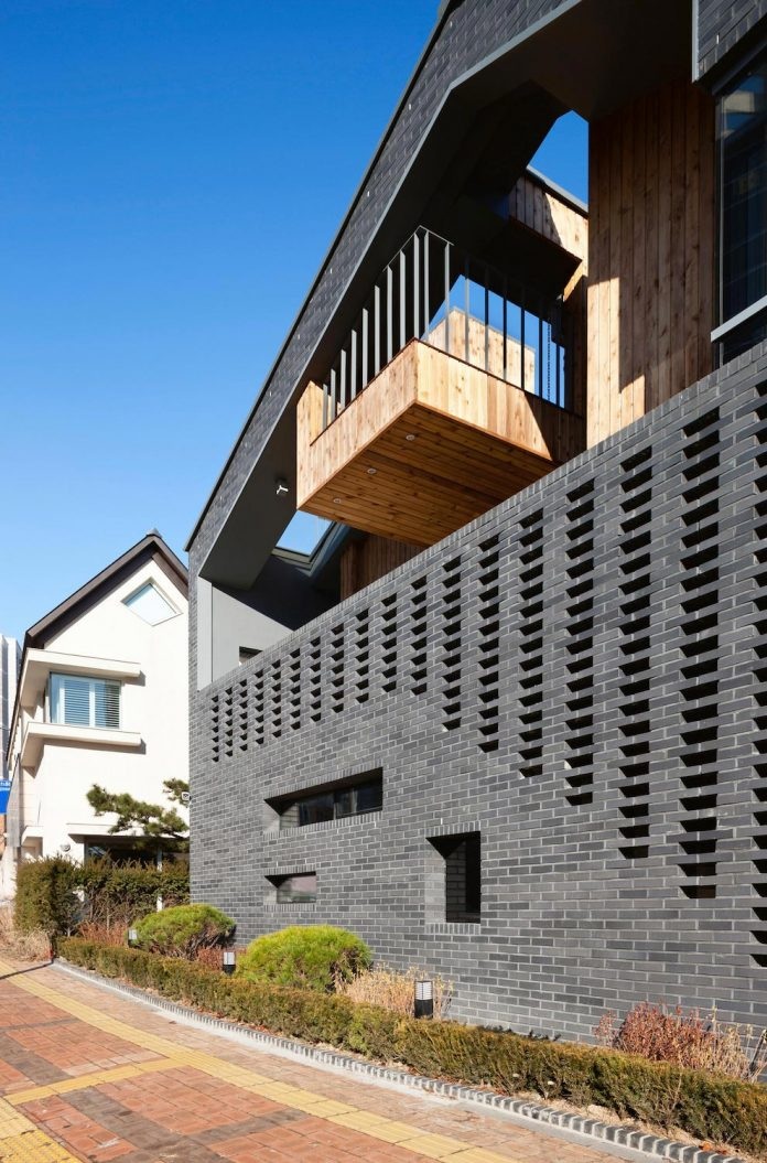 kangaroo-single-house-two-houses-within-hyunjoon-yoo-architects-02