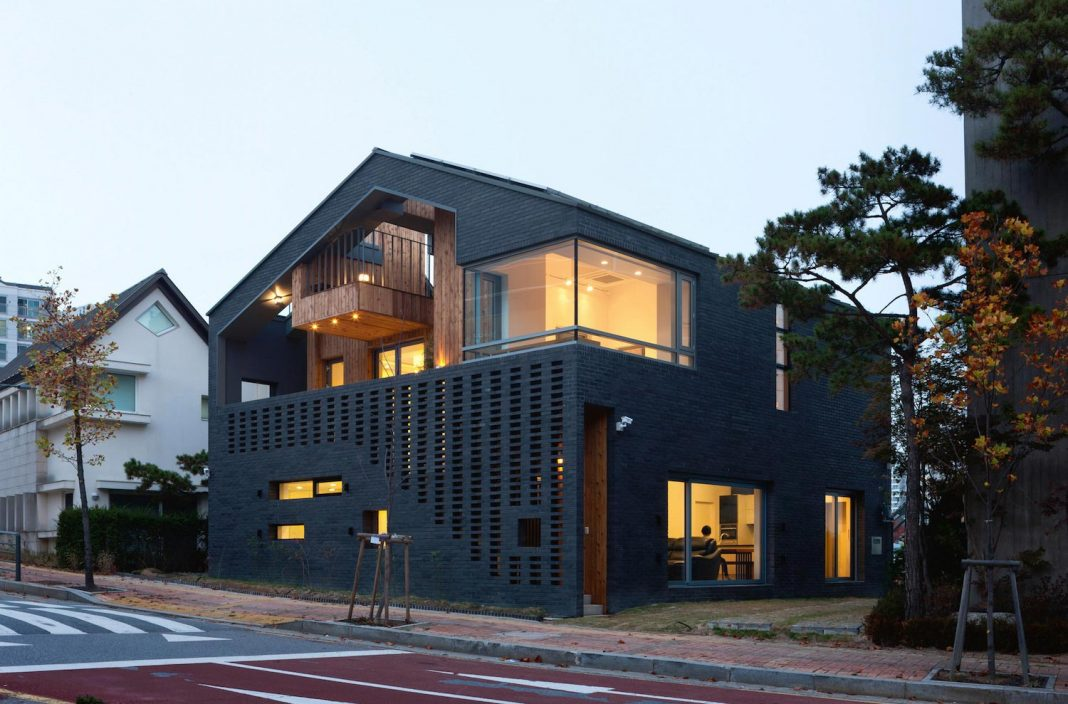 Kangaroo single house with two houses within by Hyunjoon Yoo Architects