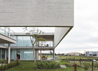 Lamas House project is intended to be a criticism of the type of detached-house or typical villa