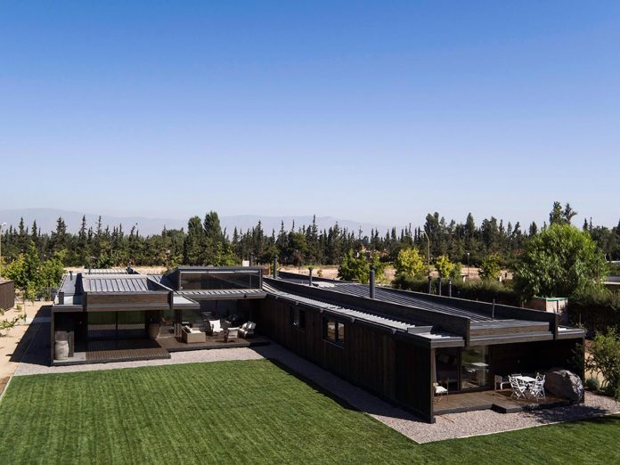 laminated-wood-main-structural-material-th-house-located-5000-sqm-plot-near-santiago-de-chile-01