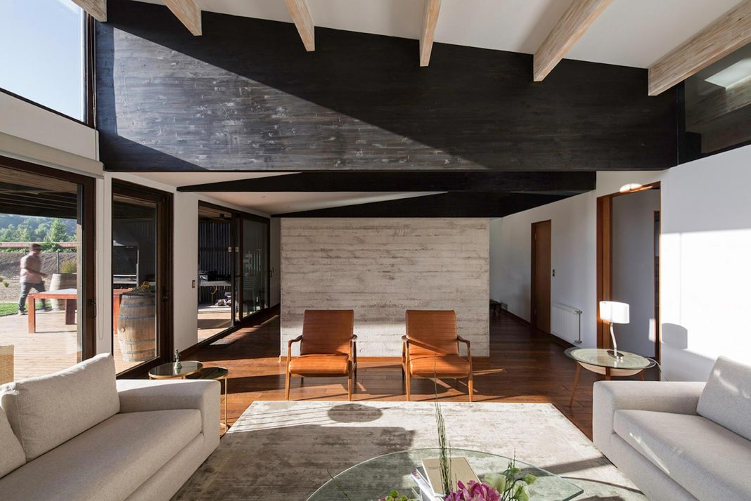 Laminated wood as main structural material of the TH house located on a 5000 sqm plot near Santiago de Chile