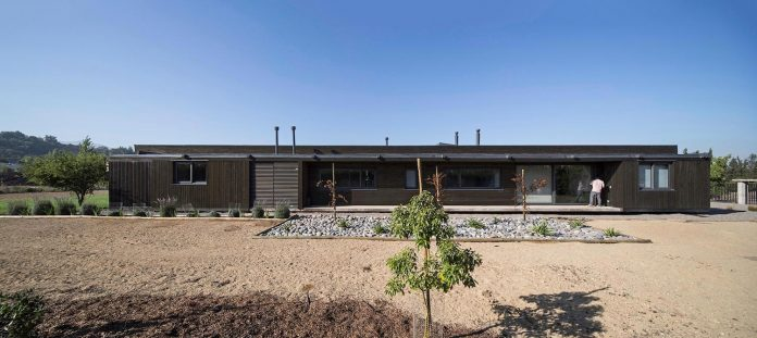 laminated-wood-main-structural-material-th-house-located-5000-sqm-plot-near-santiago-de-chile-03