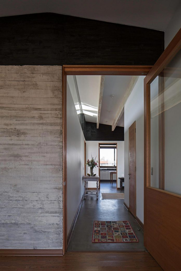laminated-wood-main-structural-material-th-house-located-5000-sqm-plot-near-santiago-de-chile-05