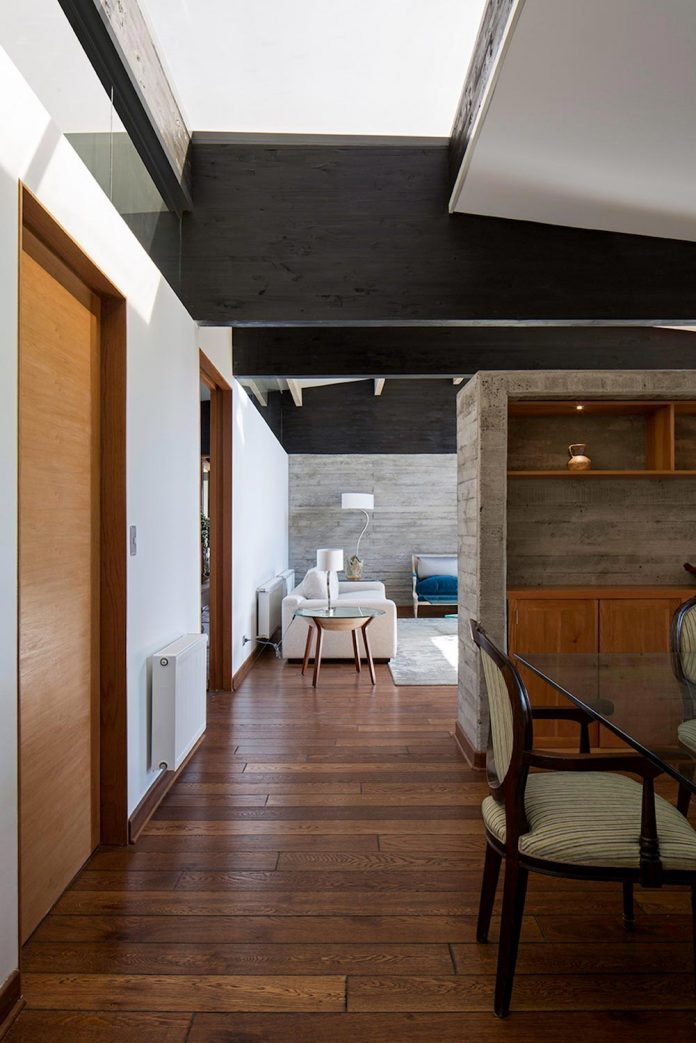 laminated-wood-main-structural-material-th-house-located-5000-sqm-plot-near-santiago-de-chile-06