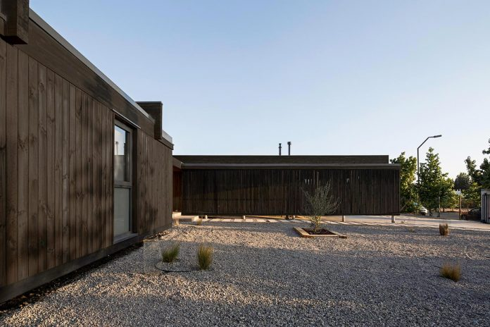 laminated-wood-main-structural-material-th-house-located-5000-sqm-plot-near-santiago-de-chile-08