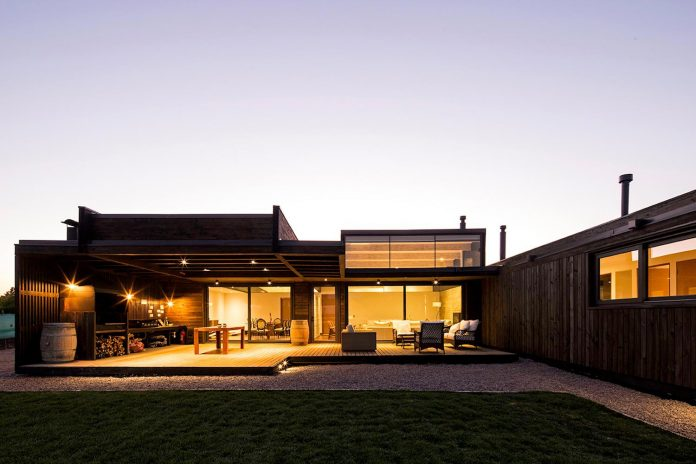 laminated-wood-main-structural-material-th-house-located-5000-sqm-plot-near-santiago-de-chile-14
