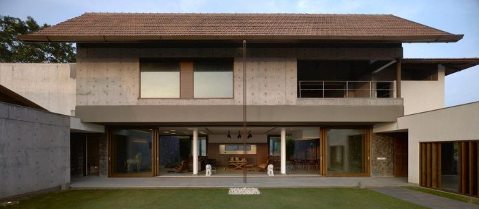 large-weekend-getaway-house-joint-family-consisting-three-smaller-villas-09
