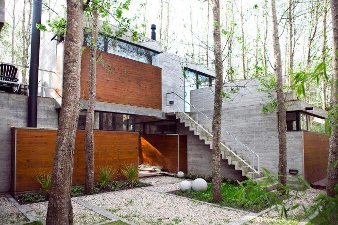 las-gaviotas-set-residence-located-dense-young-poplar-plantation-300-meters-beach-03
