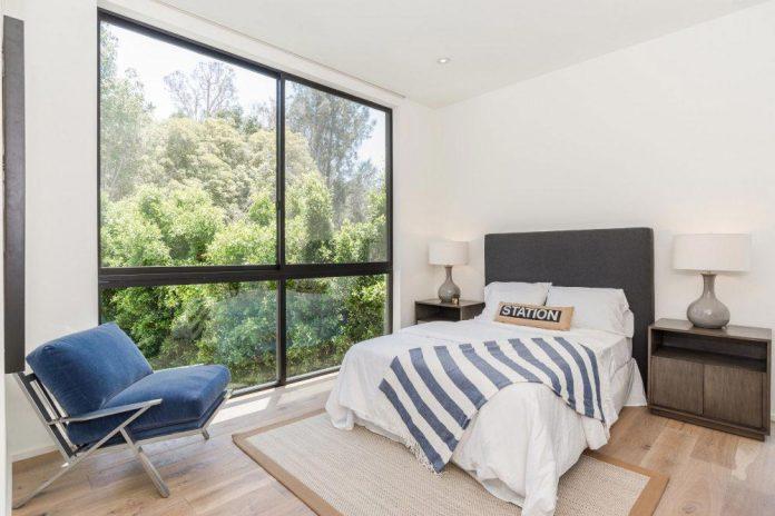 luxurious-shelter-open-air-resort-idyllic-brentwood-cul-de-sac-conceived-marmol-radziner-16