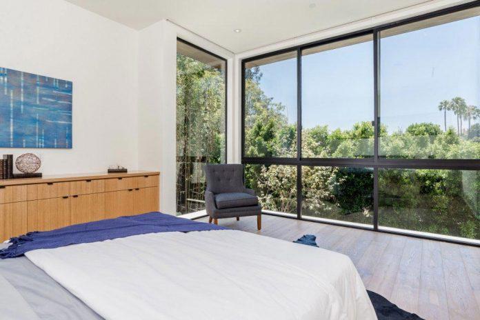 luxurious-shelter-open-air-resort-idyllic-brentwood-cul-de-sac-conceived-marmol-radziner-17