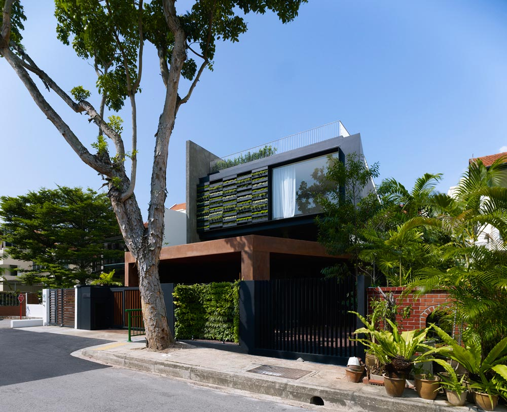 Maximum Garden House located in Singapore and designed by Formwerkz Architects