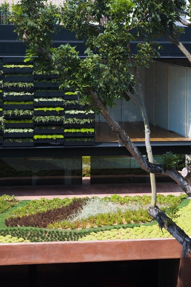 maximum-garden-house-located-singapore-designed-formwerkz-architects-03