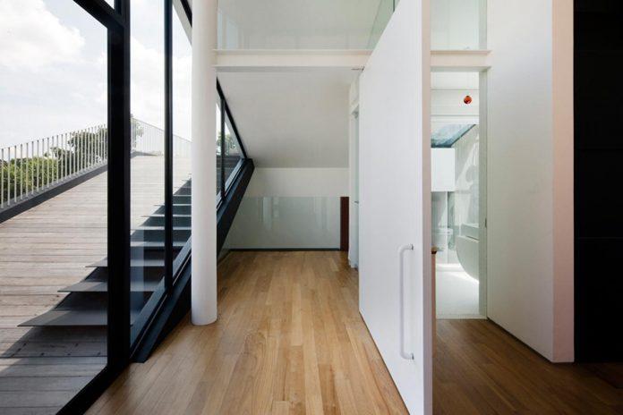 maximum-garden-house-located-singapore-designed-formwerkz-architects-07
