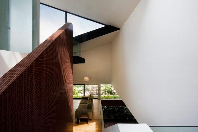 maximum-garden-house-located-singapore-designed-formwerkz-architects-10