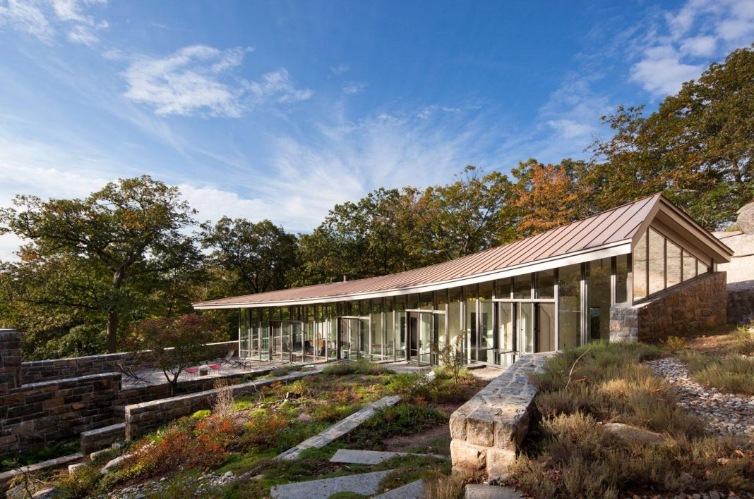 McCann Residence situated in dense forests and rocky outcroppings characterize this landscape in the Ramapo Mountains