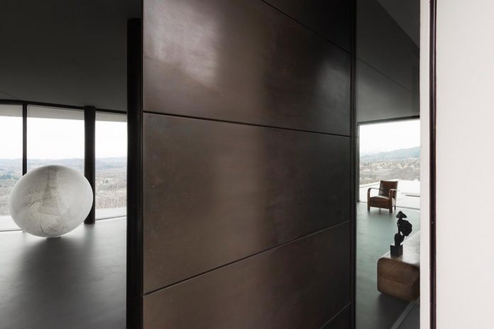 minimalist-home-located-high-hillside-residential-settlement-province-varese-02