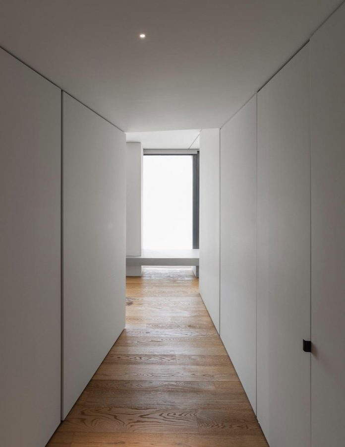 minimalist-home-located-high-hillside-residential-settlement-province-varese-12