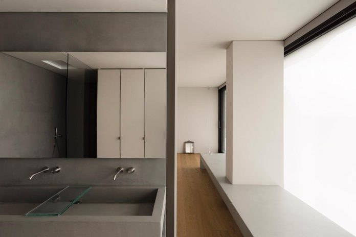 minimalist-home-located-high-hillside-residential-settlement-province-varese-13