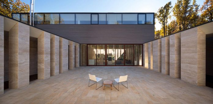 modern-house-peristyle-located-oak-tree-forest-homogenous-structure-03