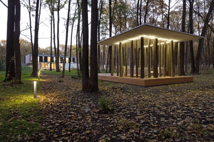 modern-house-peristyle-located-oak-tree-forest-homogenous-structure-14