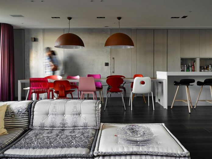 modern-penthouse-situated-11th-floor-high-rise-taipei-03