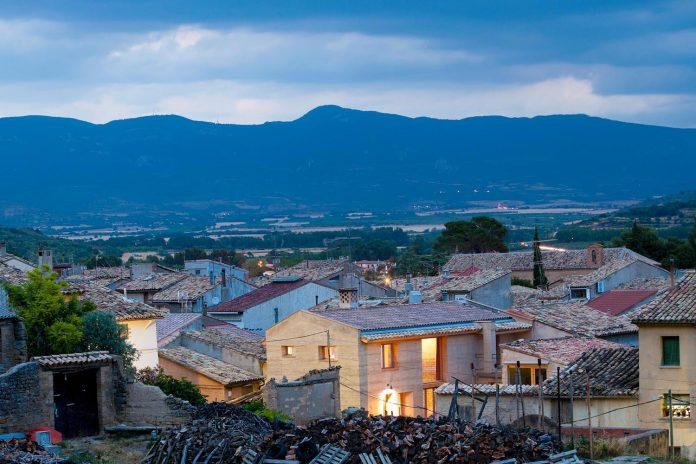 modern-rammed-earth-house-winner-international-prize-contemporary-earthen-architectures-terra-award-2016-11